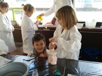Kinderen maken op speelse wijze kennis met wetenschap en techniek. Foto: Hemblab
